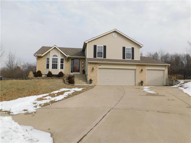 8714 N Sheldon Court, Kansas City, MO 64153 (#2151807) :: Dani Beyer Real Estate