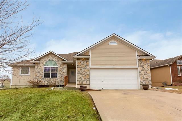 805 NW Albatross Drive, Grain Valley, MO 64029 (#2151826) :: Kansas City Homes