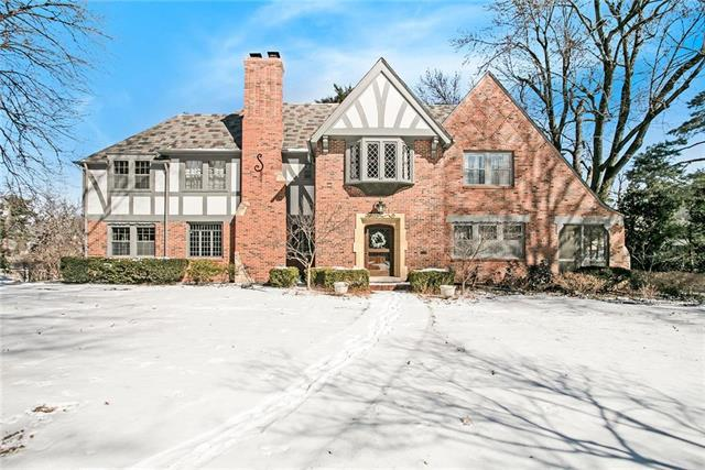 840 Westover Road, Kansas City, MO 64113 (#2151912) :: House of Couse Group