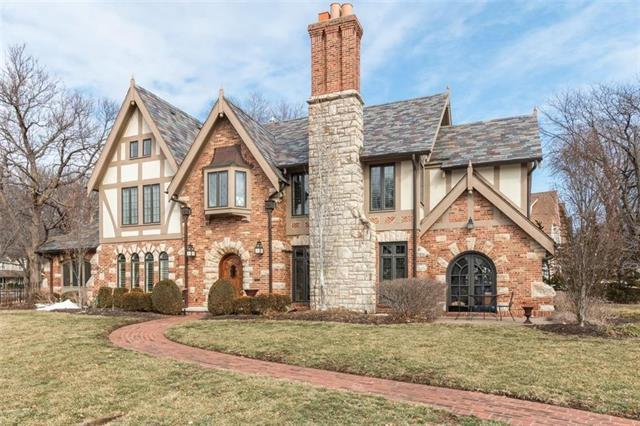 1232 W 61st Street, Kansas City, MO 64113 (#2152033) :: House of Couse Group