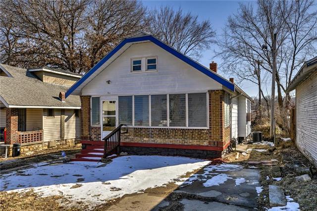 1311 E 62nd Terrace, Kansas City, MO 64110 (#2152147) :: Edie Waters Network