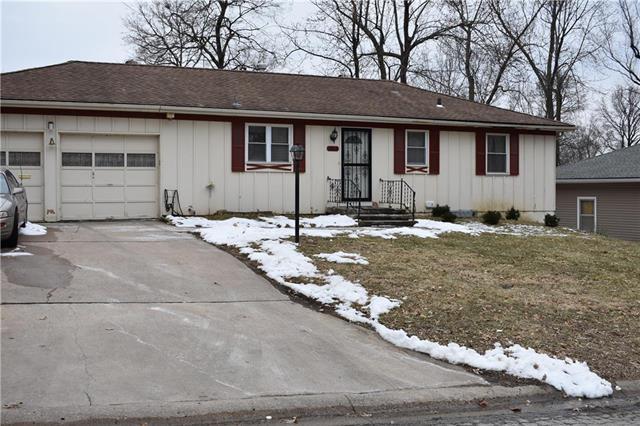 6803 E 99 Terrace, Kansas City, MO 64134 (#2152158) :: Edie Waters Network