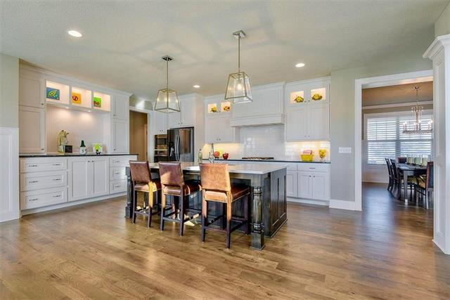 11812 W 164th Place, Overland Park, KS 66221 (#2152187) :: The Shannon Lyon Group - ReeceNichols