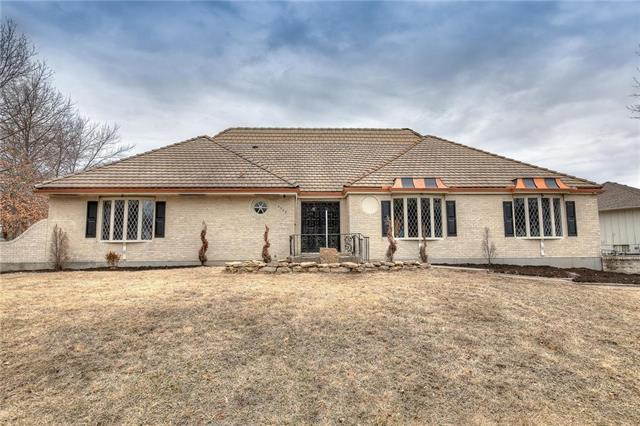 3500 NE 60th Street, Gladstone, MO 64119 (#2152190) :: House of Couse Group