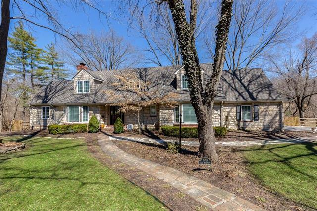 8701 Lee Boulevard, Leawood, KS 66206 (#2152449) :: House of Couse Group