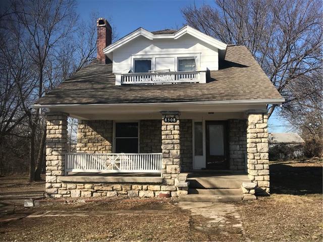 8508 Woodland Avenue, Kansas City, MO 64131 (#2152578) :: The Gunselman Team