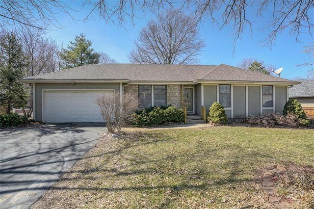 1402 N Sycamore Street, Louisburg, KS 66053 (#2152631) :: Kansas City Homes