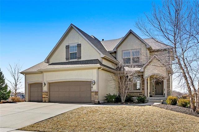 8910 Dunraven Street, Lenexa, KS 66227 (#2152741) :: Edie Waters Network
