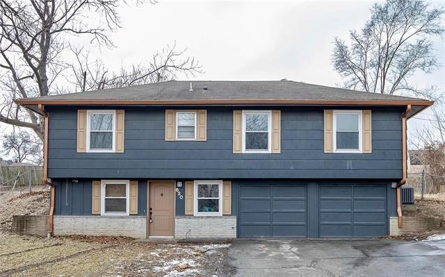 620 N 82nd Terrace, Kansas City, KS 66112 (#2152744) :: House of Couse Group