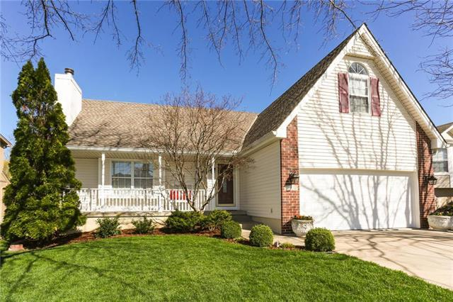 1009 SE Country Lane, Lee's Summit, MO 64063 (#2152757) :: House of Couse Group