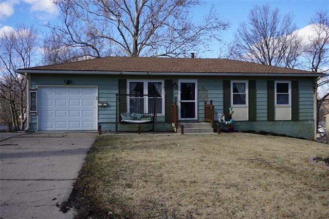 19004 Ponca Drive, Independence, MO 64056 (#2152804) :: Edie Waters Network