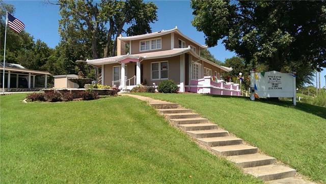 8702 W 49 Terrace, Merriam, KS 66203 (#2152887) :: The Shannon Lyon Group - ReeceNichols