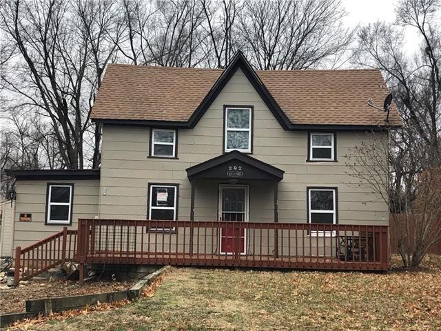 202 S Halsey Avenue, Harrisonville, MO 64701 (#2152911) :: No Borders Real Estate