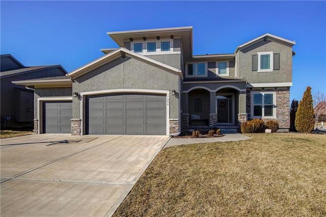 17204 W 198th Terrace, Spring Hill, KS 66083 (#2152947) :: Edie Waters Network