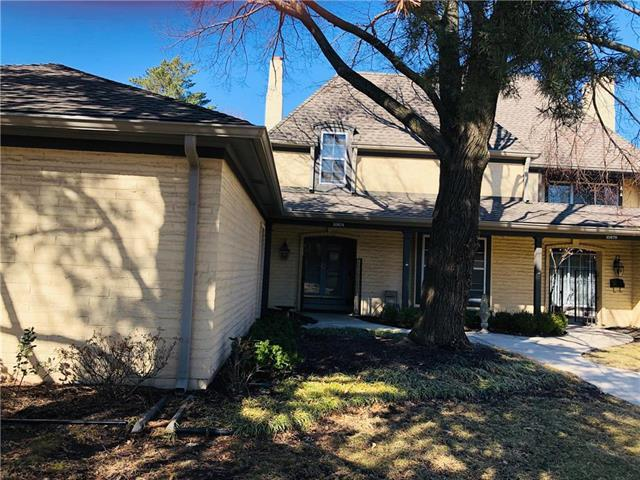 10874 Glenwood Street, Overland Park, KS 66211 (#2153023) :: Edie Waters Network