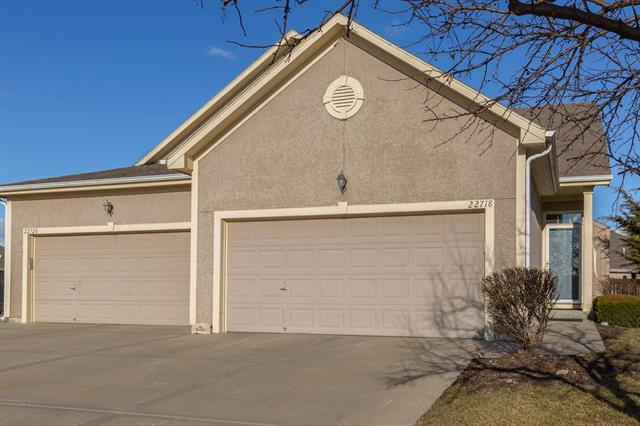 22718 W 72nd Terrace, Shawnee, KS 66227 (#2153062) :: House of Couse Group