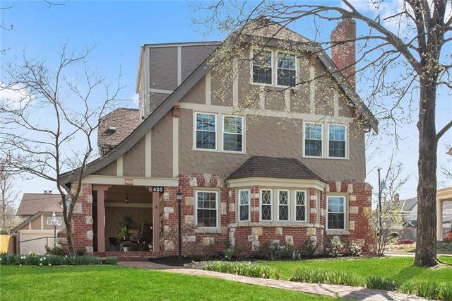 425 W 67th Terrace, Kansas City, MO 64113 (#2153134) :: House of Couse Group