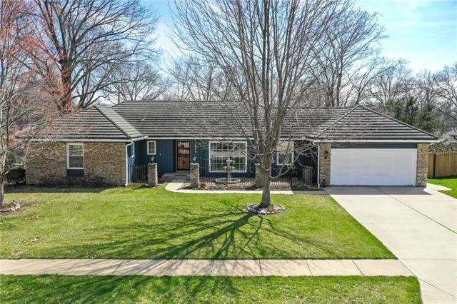 7609 W 99th Street, Overland Park, KS 66212 (#2153169) :: House of Couse Group