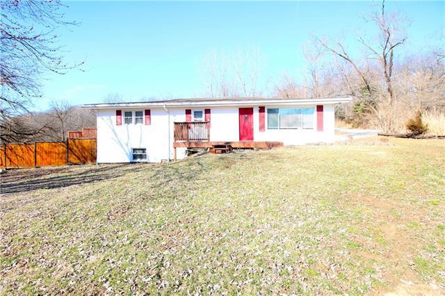 6618 NW Cross Road, Parkville, MO 64152 (#2153175) :: Kansas City Homes