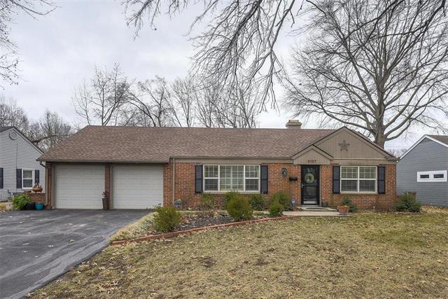2127 W 79th Street, Prairie Village, KS 66208 (#2153196) :: House of Couse Group