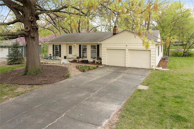 13219 Logan Lane, Lenexa, KS 66215 (#2153382) :: NestWork Homes