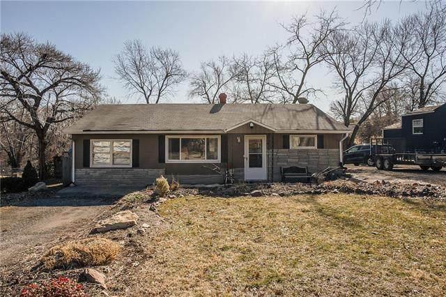9225 Askew Avenue, Kansas City, MO 64132 (#2153399) :: Austin Home Team