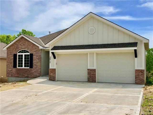 2017 W Springs Way Street, Excelsior Springs, MO 64024 (#2153420) :: House of Couse Group
