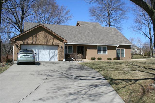 202 Saponi Lane, Lake Winnebago, MO 64034 (#2153429) :: Kansas City Homes