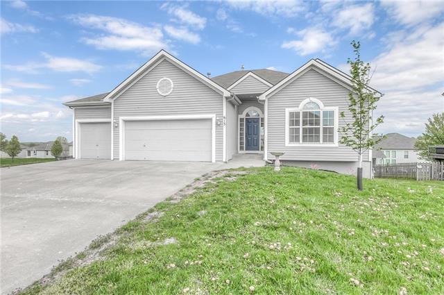 613 Seaton Boulevard, Raymore, MO 64083 (#2153433) :: No Borders Real Estate