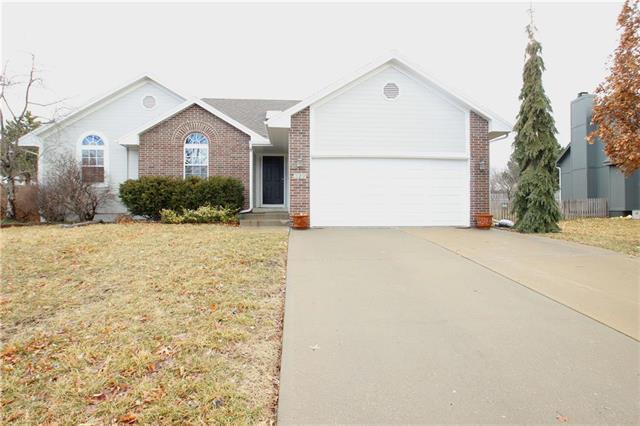 329 SE Canterbury Lane, Lee's Summit, MO 64063 (#2153475) :: Kansas City Homes