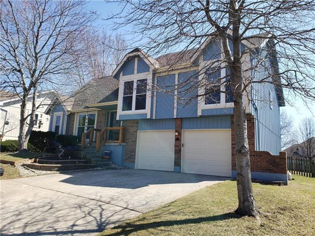 4065 SW Camelot Drive, Lee's Summit, MO 64082 (#2153491) :: Kansas City Homes