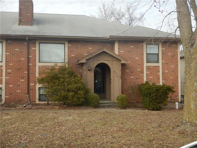 3314 Bridge Manor Drive, Kansas City, MO 64137 (#2153514) :: House of Couse Group