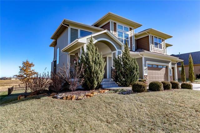 4017 SW Benziger Drive, Lee's Summit, MO 64082 (#2153594) :: Kansas City Homes