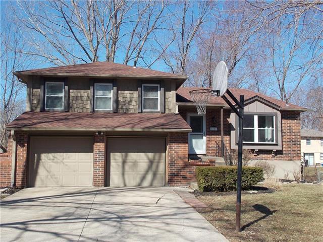 1217 NW 54th Street, Blue Springs, MO 64015 (#2153649) :: Kansas City Homes