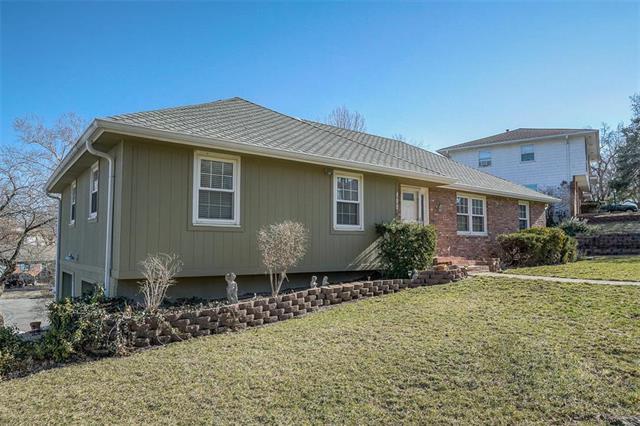 400 E 105th Terrace, Kansas City, MO 64131 (#2153677) :: Kansas City Homes