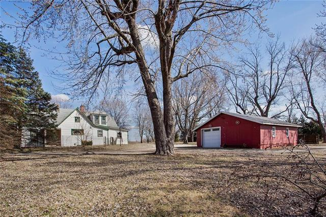4200 SW 40 Highway, Blue Springs, MO 64015 (#2153725) :: Kansas City Homes