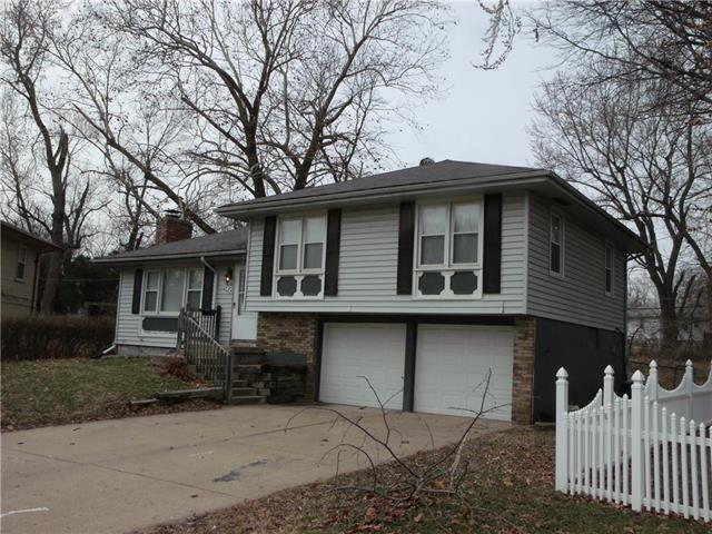 11924 Armitage Drive, Grandview, MO 64030 (#2153744) :: House of Couse Group