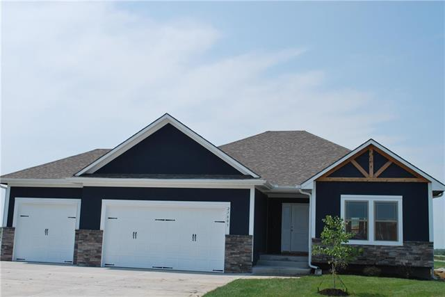 27803 E Lake Point Court, Lee's Summit, MO 64086 (#2153756) :: Edie Waters Network