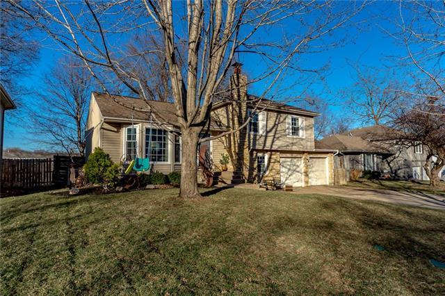 8824 W 95TH Terrace, Overland Park, KS 66212 (#2153787) :: No Borders Real Estate
