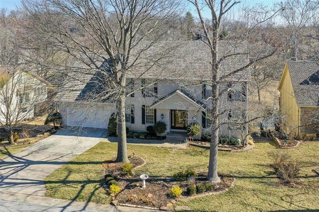 300 NW Locust Street, Lee's Summit, MO 64064 (#2153820) :: House of Couse Group