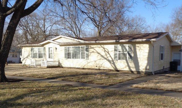 412 Washington Street, Lyndon, KS 66451 (#2153831) :: Clemons Home Team/ReMax Innovations