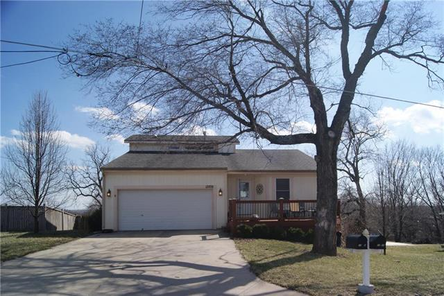 13709 Barber Avenue, Bonner Springs, KS 66012 (#2153876) :: Edie Waters Network