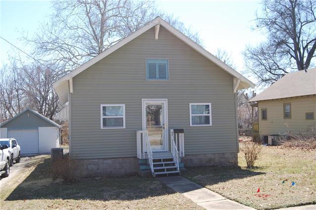 921 Pacific Avenue, Osawatomie, KS 66064 (#2153917) :: No Borders Real Estate