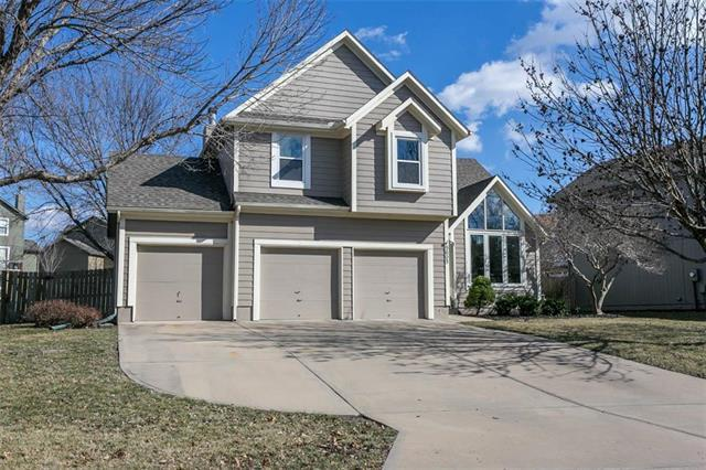 5605 Lakecrest Drive, Shawnee, KS 66218 (#2153958) :: House of Couse Group