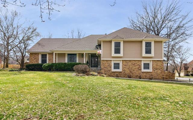 2905 W 121 Street, Leawood, KS 66209 (#2154046) :: House of Couse Group