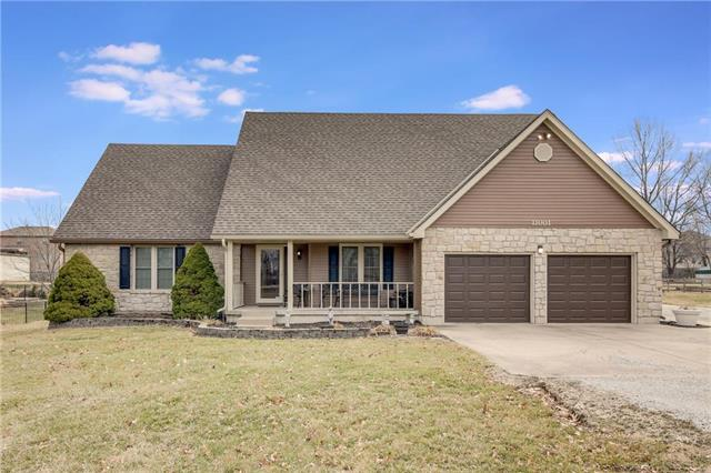 11001 NE Blackwell Road, Lee's Summit, MO 64086 (#2154070) :: House of Couse Group