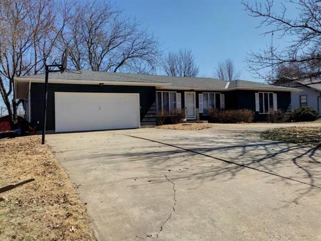 414 N Spruce Street, Garnett, KS 66032 (#2154143) :: Edie Waters Network