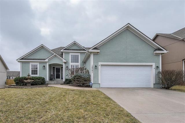 18241 W 157TH Terrace, Olathe, KS 66062 (#2154149) :: Clemons Home Team/ReMax Innovations