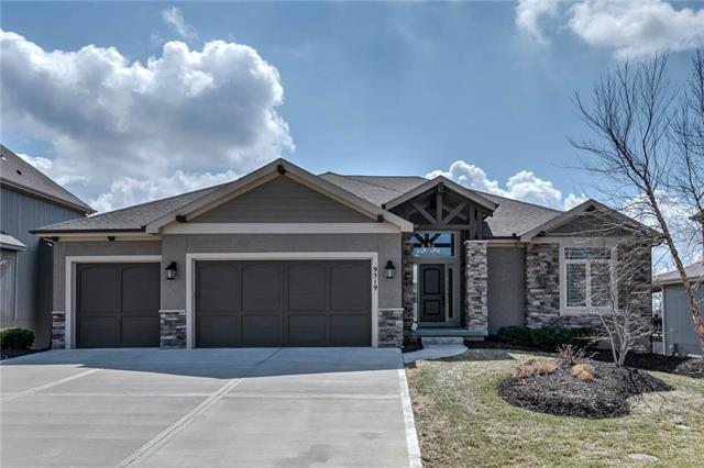 9519 W 164th Court, Overland Park, KS 66085 (#2154158) :: Edie Waters Network