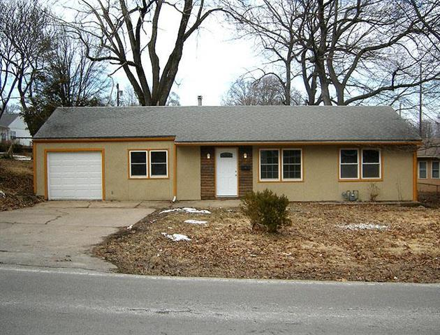 10320 E 35th Street, Independence, MO 64052 (#2154176) :: The Shannon Lyon Group - ReeceNichols